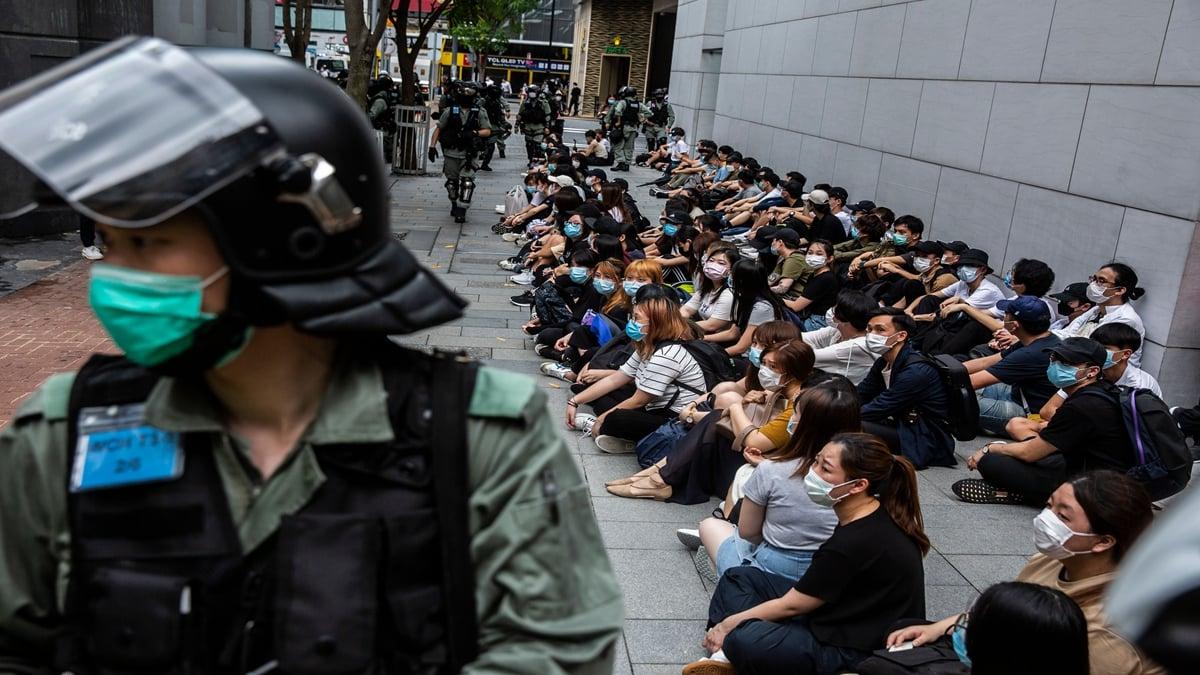 6月的香港恐將迎來新一輪的血雨腥風。圖為港警鎮壓反對港版國安法的抗爭者。(Anthony Kwan/Getty Images)