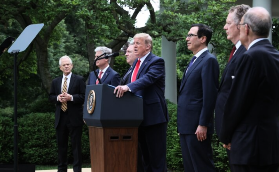 美國視中共為敵人!特朗普帶領6名高級幕僚隆重出席記者會