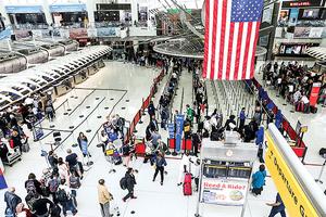 中美關係緊張 中國公民出境美國被嚴查