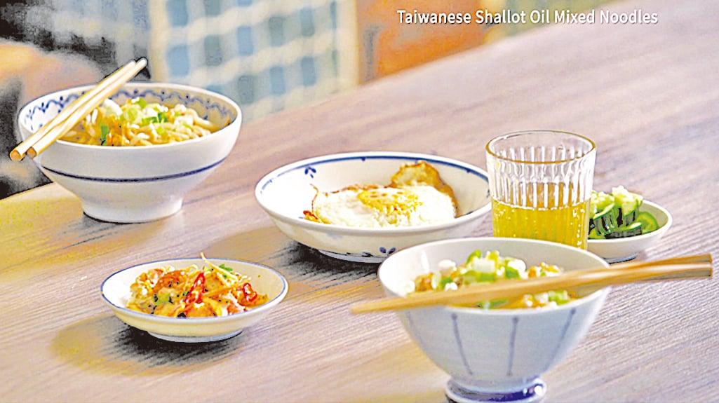 製作早餐時,主廚也會用微波爐煎蛋和煙肉。