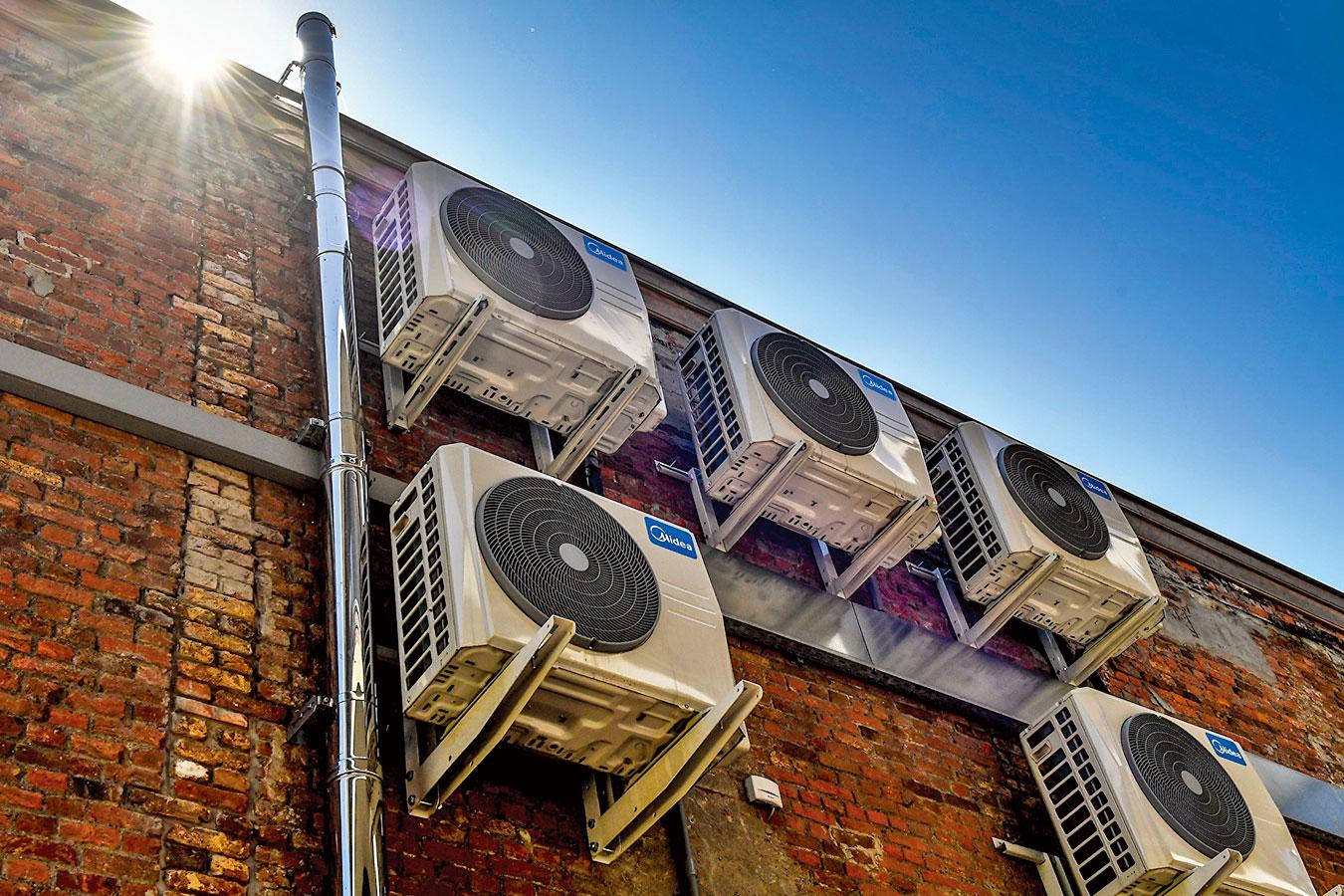冷氣的室外機要裝設在安全的地方。(GettyImages)