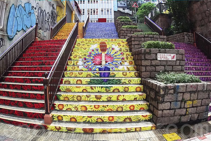 樓梯畫是Omni Art擅長的創作方向,圖為位於油麻地的樓梯畫。(受訪者提供)