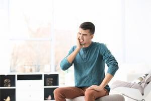 長期莫名牙痛 竟是腦幹腫瘤壓迫三叉神經