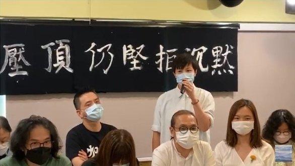 日前,香港文藝界召開記者會,抗議「港版國安法」。黃耀明、何韻詩、導演舒琪及填詞人周博賢等出席。圖爲何韻詩在發言。(視頻截圖)
