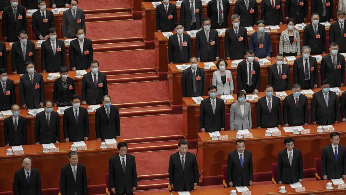 中共「人大會議工作報告」新增10個字「香港加快推進相關立法」,有分析認為,中共鐵了心用「拳腳治港」,2020年6月的香港恐將迎來新一輪風暴。(Andrea Verdelli/Getty Images)