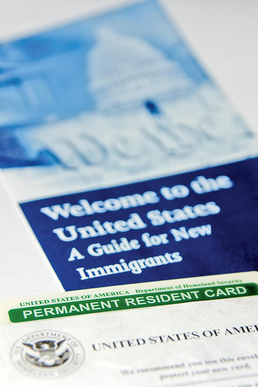 根據美國移民法,在美國的分公司成立一年後,只要這家美國分公司連續經營一年以上,L-1簽證持有人可申請美國的永久居留,即美國「綠卡」。(shotterstock)