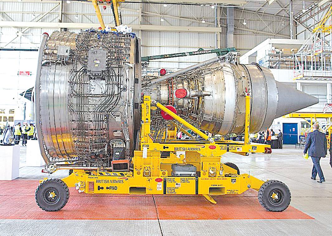 美國軍工企業渦輪風扇發動機機密,一直是中共軍隊竊取的目標之一。(JUSTIN TALLIS/AFP/Getty Images)