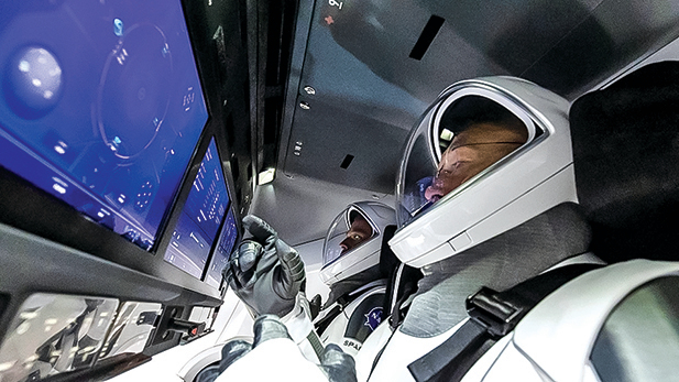 u5月27日,兩名美國太空人乘坐Space X的載人龍飛船,飛龍號飛船採用觸屏設計,與目前的太空船有很大不同。(NASA)