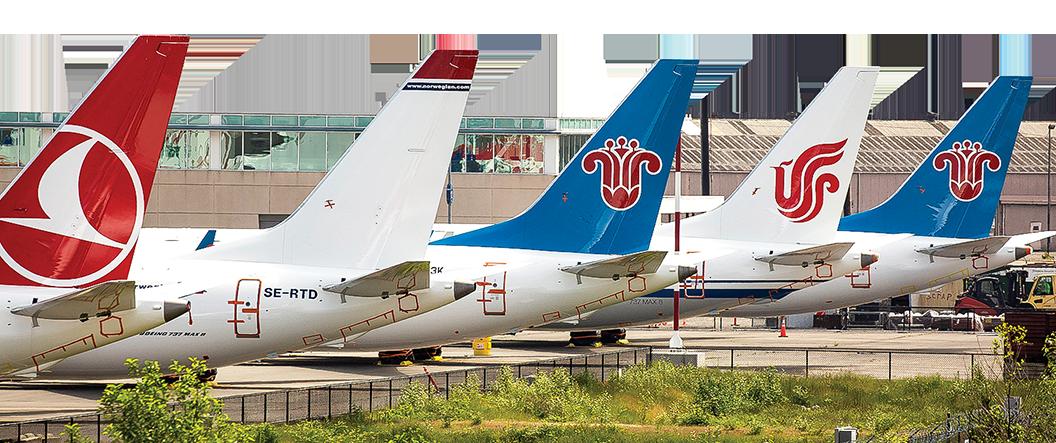 停在波音公司西雅圖工廠停機坪的737 Max飛機,雖然已經塗裝完畢,但因為未獲復飛命令而無法交付航空公司。(David Ryder/Getty Images)