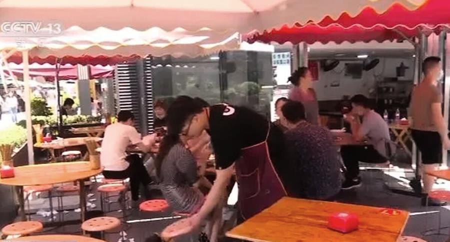 重啟地攤經濟 央視放衛星:攤主日收入3萬元