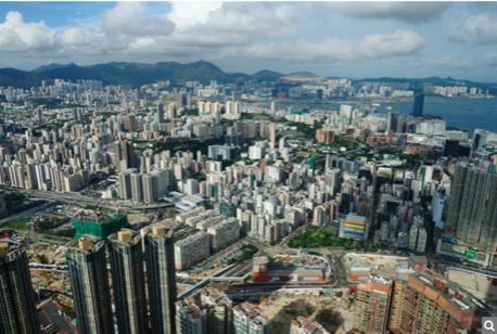 去年反送中運動,香港房地產投資下跌。現中共推國安法,香港再現新移民潮。(宋祥龍/大紀元)