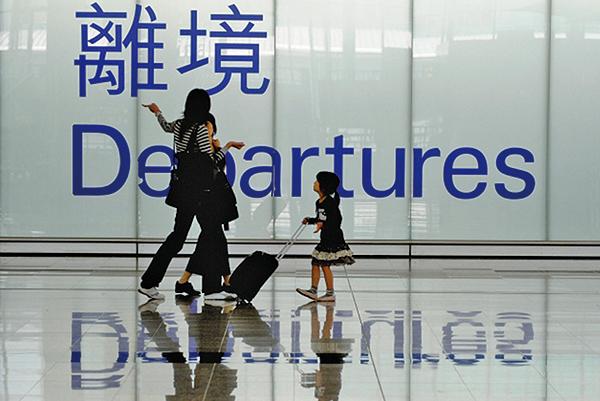 北京強推「港版國安法」,雖尚未立法,已引發港人擔憂,紛紛計劃移民外國避難。(AFP)