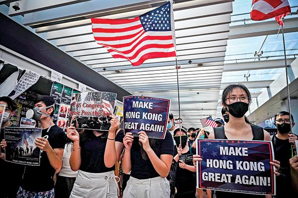 儘管美國不可能「出兵」香港,但通過開放簽證措施,將給不願繼續受中共統治的港人一條通往自由的路。(AFP)