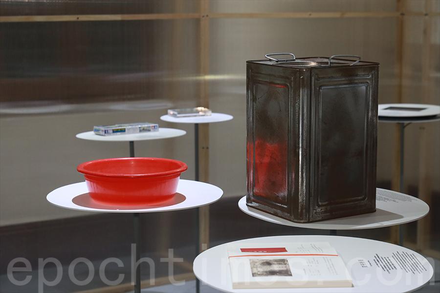 火水鐵桶成為水荒時的熱門生活用品。(陳仲明/大紀元)