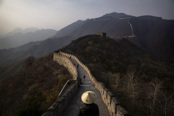 北京文化當局發誓要打壓毀壞長城的犯罪行為,擔憂這個聯合國教科文組織認定的世界文化遺產將一塊磚一塊磚的消失。(Kevin Frayer/Getty Images)