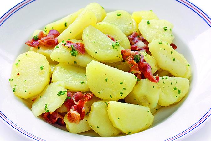 製作薯仔料理時,可以先用微波爐將薯仔加熱至7~8分熟。