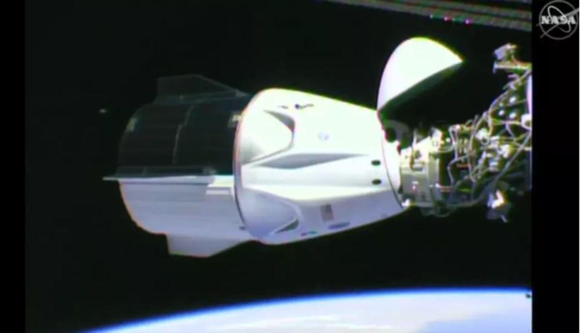 美國私營商業公司SpaceX研發的獵鷹9號火箭2020年5月30日成功將該公司研發的載人「龍飛船」送上太空。(NASA 影片截圖)
