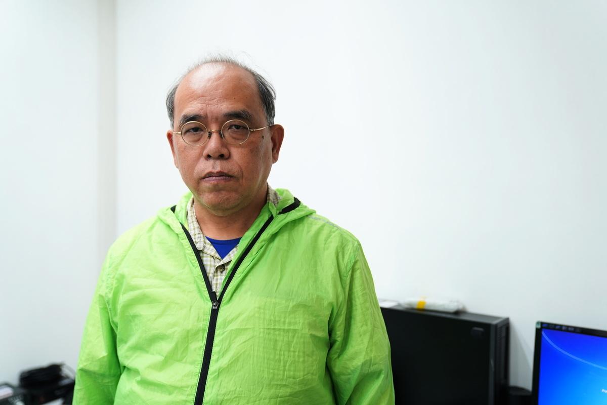 香港民意研究中心總監鐘劍華教授認為,民意顯示近300萬人聯署支持「國安法」是中共在「玩層層過關的遊戲」,水份很大。(陳泓銘 / 大紀元)
