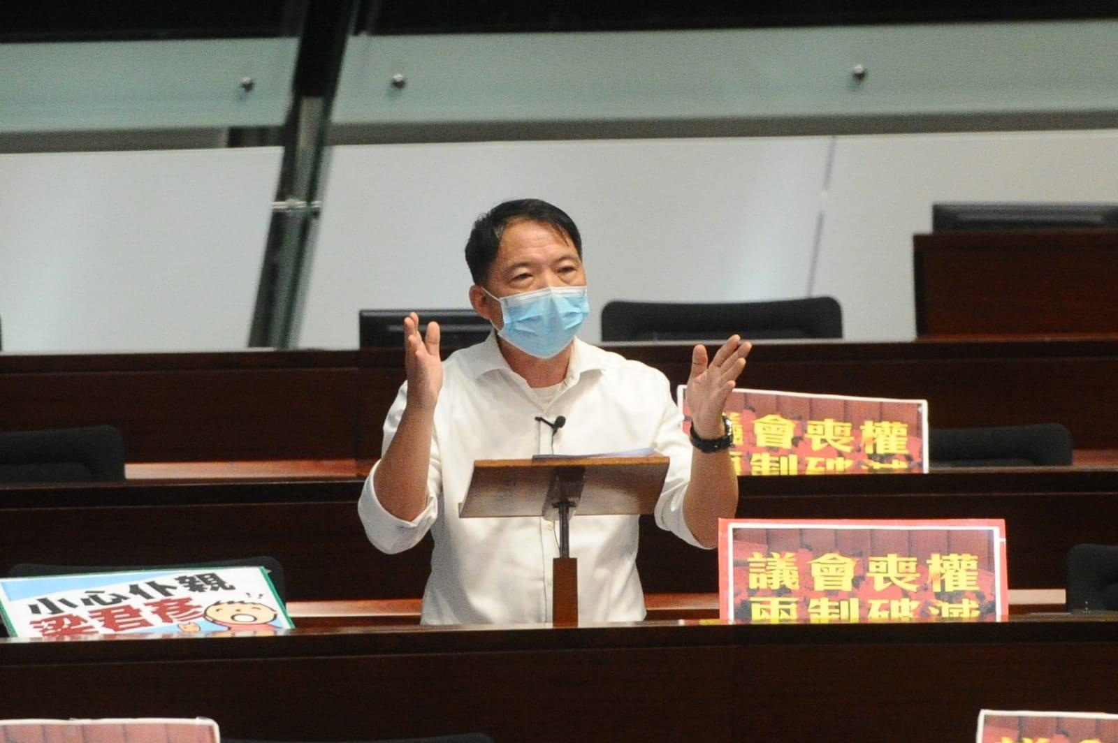 立法會議員胡志偉闡述自己提出的「國歌法」修正案。(宋碧龍/ 大紀元)