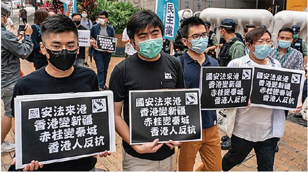 楊建利表示,中共一直在試圖把香港的政治表達空間給鎖死,不讓成為反中共基地。因此迅速推出所謂的港版國安法。沒想到不僅遭到港人反對,美國的大反應更讓中共錯估形勢。(AFP)