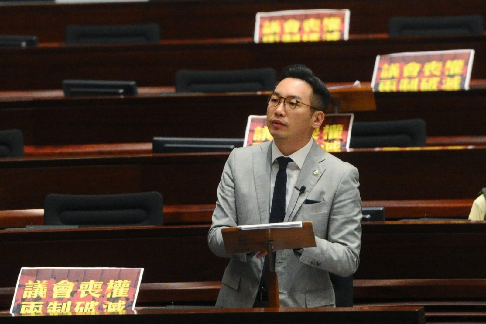 楊岳橋提出加入第 11(1A)條,條文「只受香港法例管限並只按照香港法例解釋」。(宋碧龍 / 大紀元)