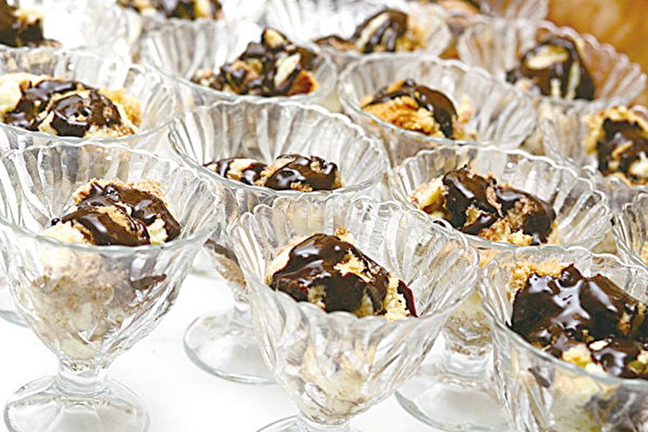 Somloi海棉蛋糕被譽為「匈牙利最受歡迎的甜點」。在匈牙利的咖啡館中,幾乎都可以品嚐到這道甜點。(shutterstock)