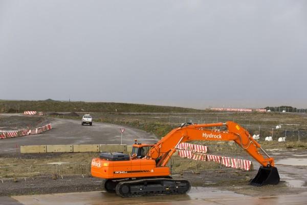 攝於2013年10月21日的英格蘭海岸欣克利角核電站反應堆開發用地。(JUSTIN TALLIS/AFP)