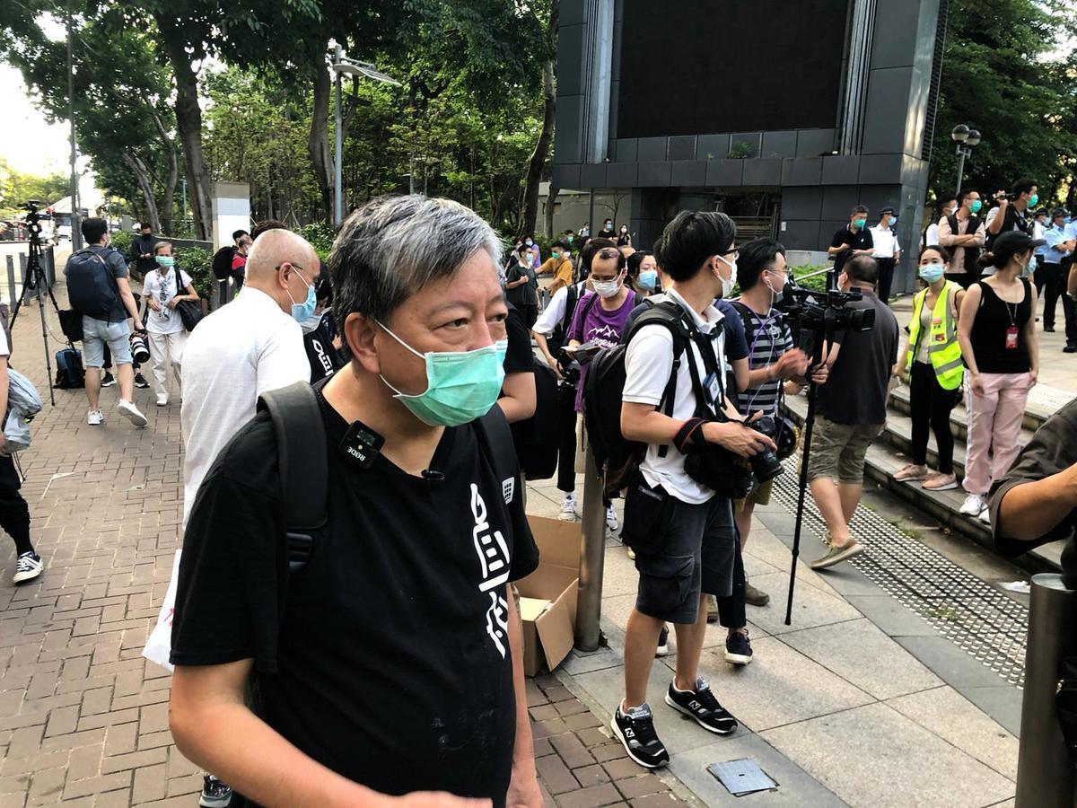 支聯會主席李卓人表示,「儘管不會有搭台舉行集會,但是希望每個人都能夠點起點點燭光。」(梁珍/大紀元)