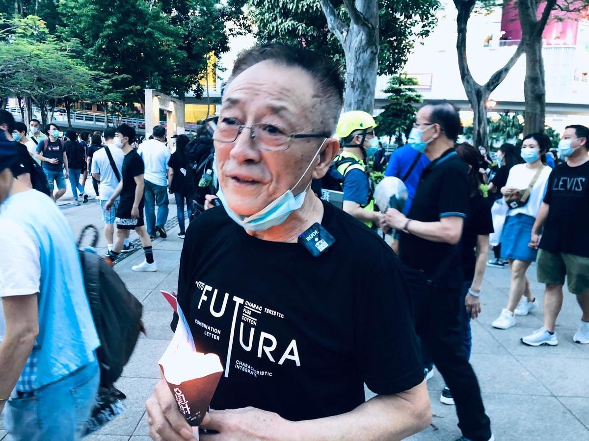 市民葉先生表示,「中共97年(接管香港後)是做給台灣看的,所以中共躲在幕後搞,這次國安法充分暴露了其真面目在光天化日之下。」(梁珍 / 大紀元)