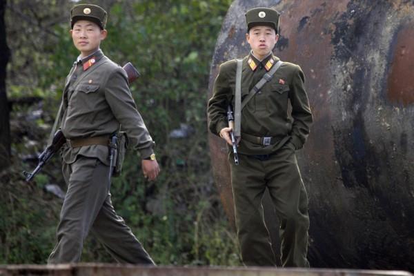 金正恩公開處決了今年4月朝鮮駐華餐廳員工集體投誠事件的6名責任人。(FREDERIC J. BROWN / AFP)