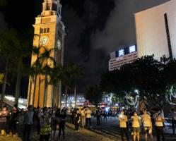 尖沙咀上百市民悼念六四 市民:「政府越禁止 民眾越發聲」