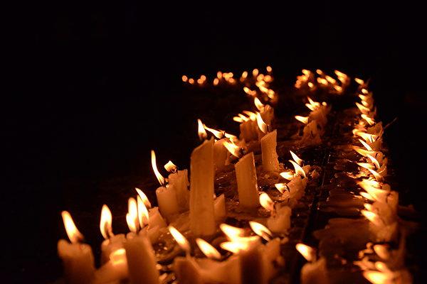 2020年6月4日「六四」事件31周年,在台港人與台灣民眾舉辦了3000人、全球唯一合法的戶外悼念活動,幫助港人完成「六四」悼念。(余天白/大紀元)