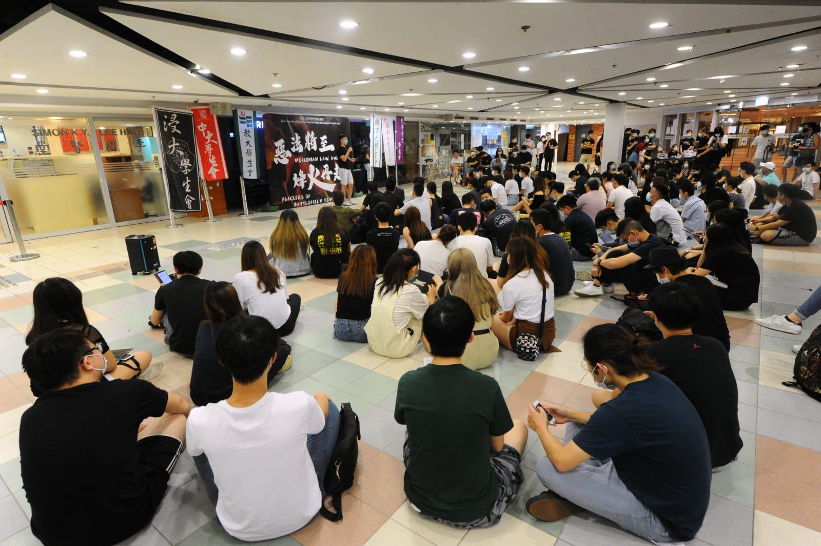 今晚(6月5日),本港6間大專院校的學生會聯合發起「惡法將至,烽火再起」集會。呼籲一眾學子和港人再次挺身而出,反對衝擊香港法治的「港版國安法」。(宋碧龍/大紀元)