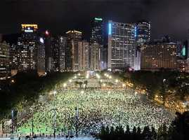 六四港府突然轉向 萬人維園集會 燭光閃耀