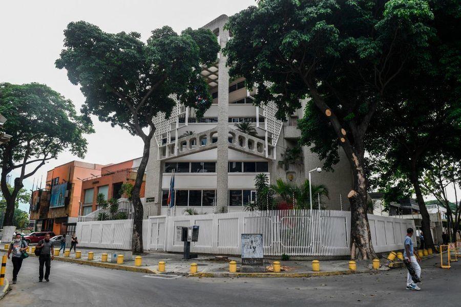 瓜伊多突然失蹤 法駐委大使官邸遭斷水電
