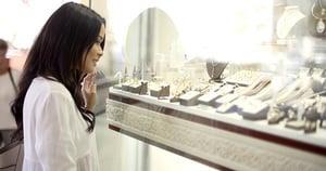 逛紐約買89萬美元假珠寶 香港女子告上法庭
