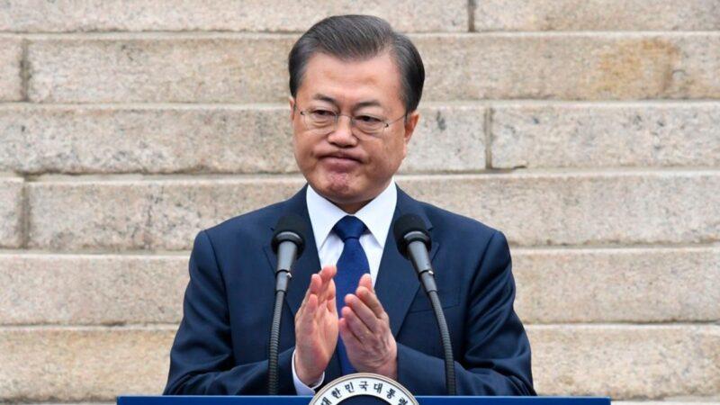 2019年2月,一名中共網軍在韓國網絡發文,披露文在寅競選總統時,中共暗中介入幫其勝選。(KIM MIN-HEE/POOL/AFP via Getty Images)