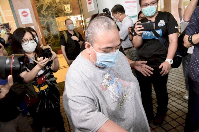 澳門「賭王」何鴻燊逝世11天後,他與元配夫人所生的女兒何超雄(圖中)6月5日向香港法院提交「知會備忘」。(中通社提供)