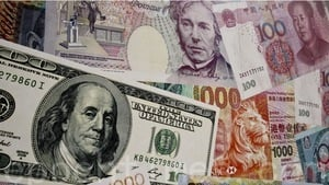 港人大量換美鈔 為何港元仍走強