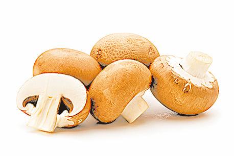 清洗蘑菇時,動作要快,不要洗太久。