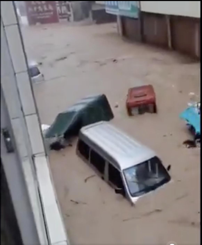 廣西田林地區暴雨引發泥石流。(視頻截圖)