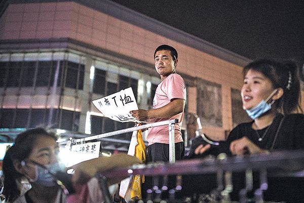 中國火爆起來的地攤經濟為何走不遠