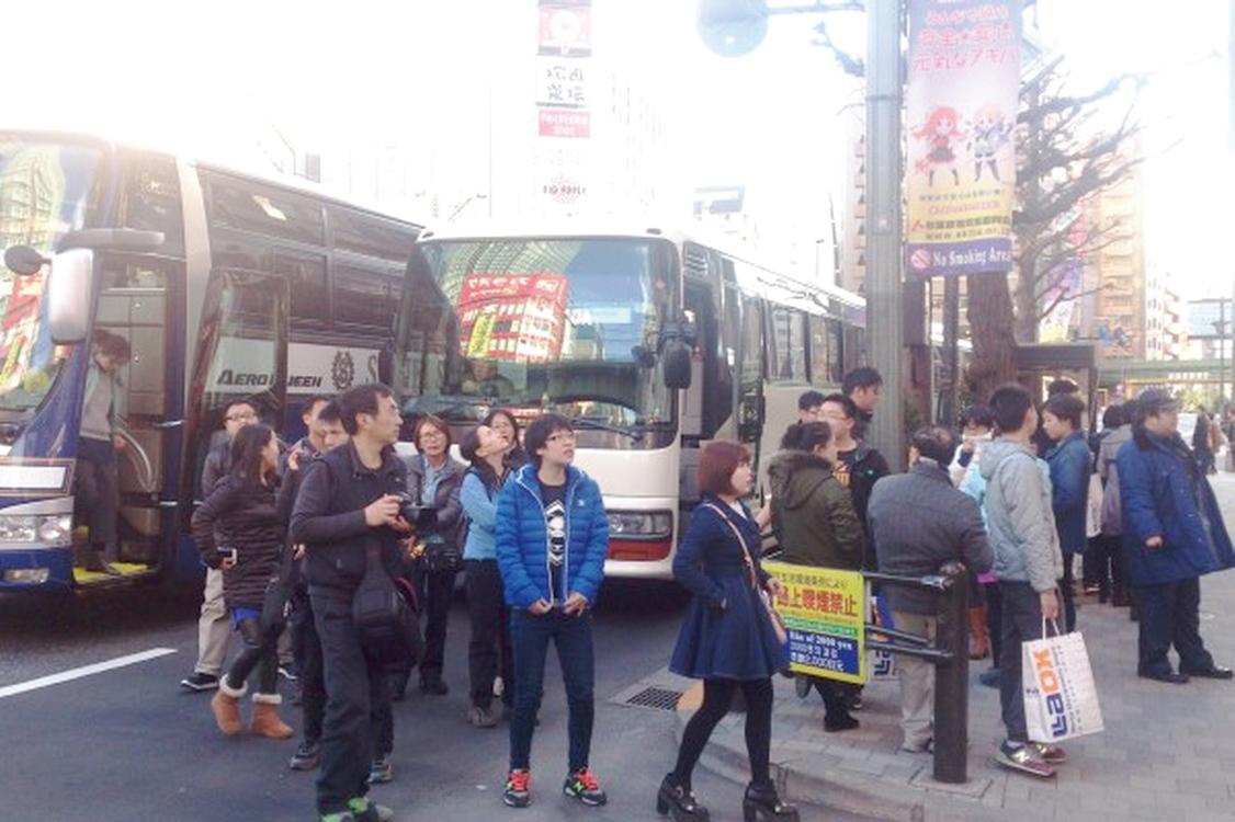 到日本觀光和購物的中國遊客。(大紀元)