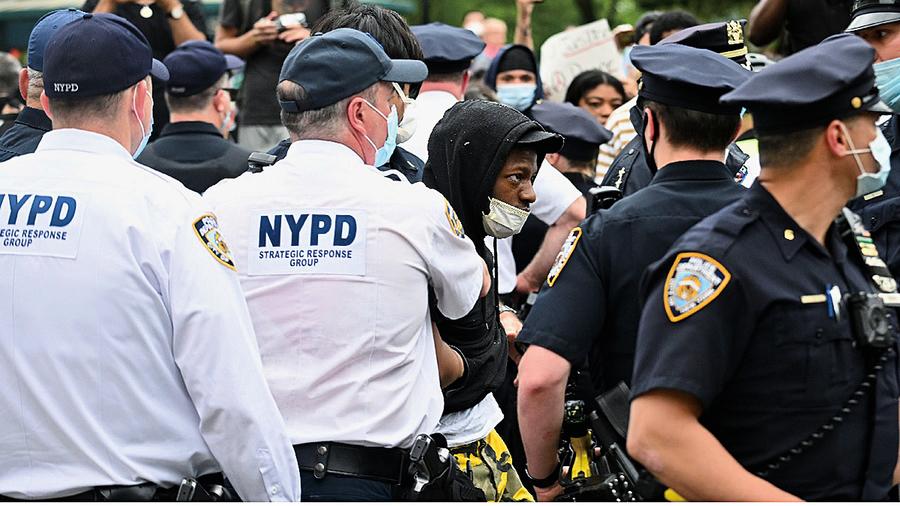 特朗普不贊成警察撤資或解散
