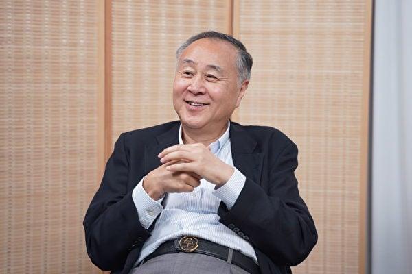 袁爸爸,袁弓夷在其6月9日發表的,題為《妥協害慘年輕人 泛民不要再做東亞懦夫》的評論中指出,不能跟共產黨妥協,否則香港將會像當年的上海一樣,失去一切。(關心 / 大紀元)