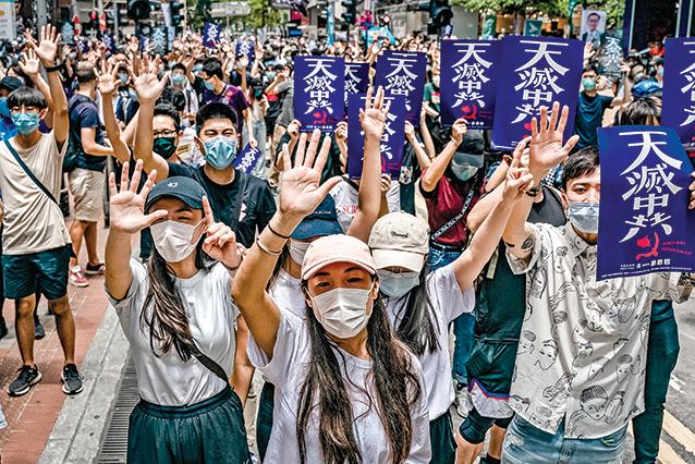 「反送中」運動周年  港人流水式遊行續抗爭