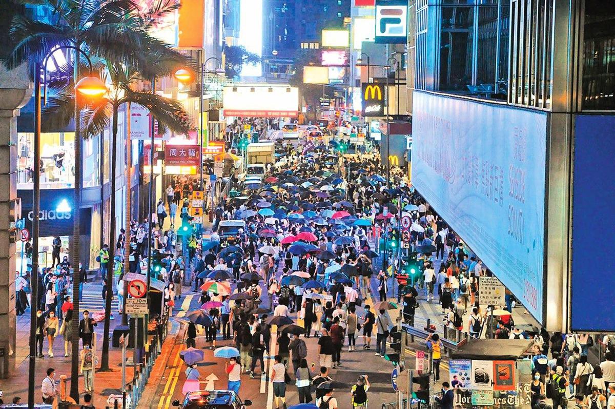 6月9日,上千人聚集皇后大道遊行紀念「反送中」運動周年。(宋碧龍 / 大紀元)