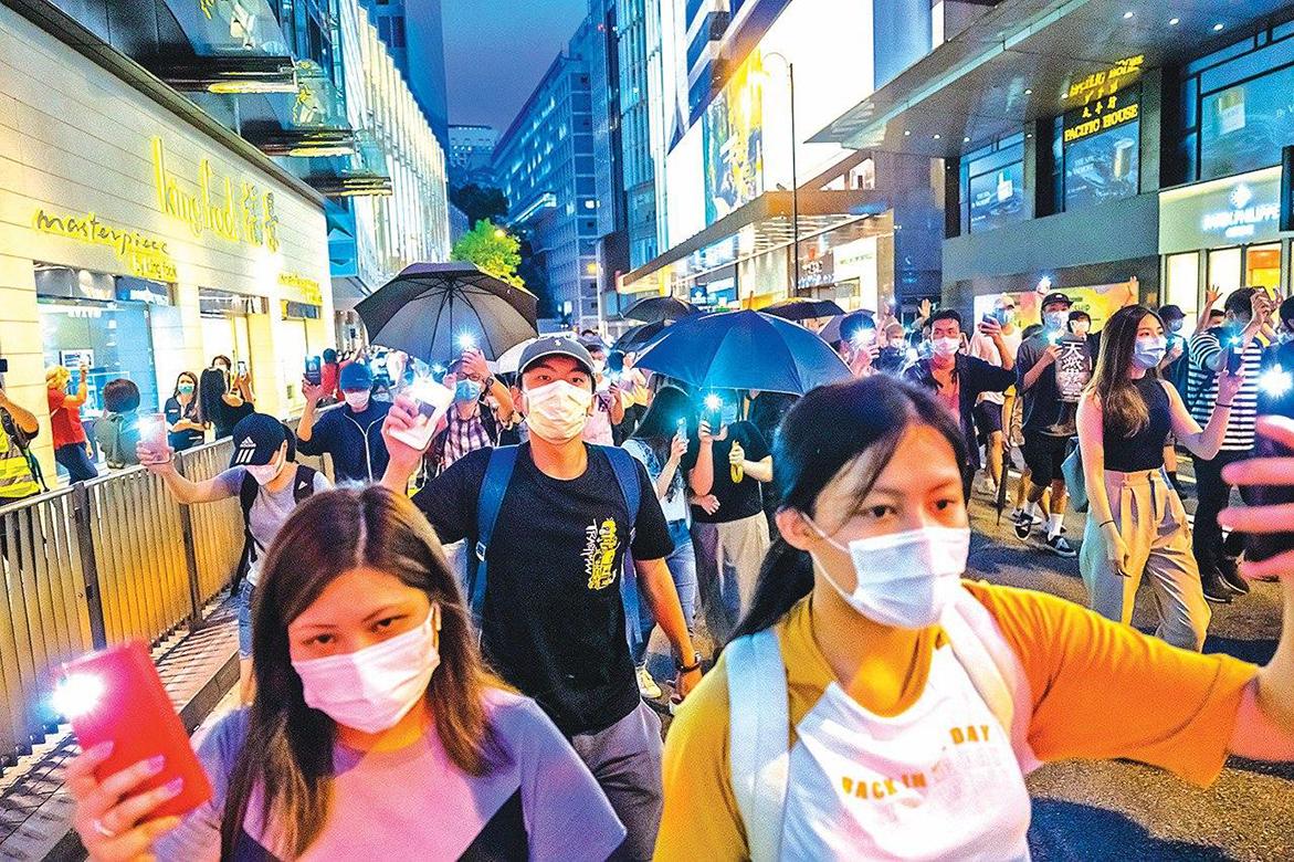 參加6.9「反送中」周年遊行活動的市民。(Getty Images)