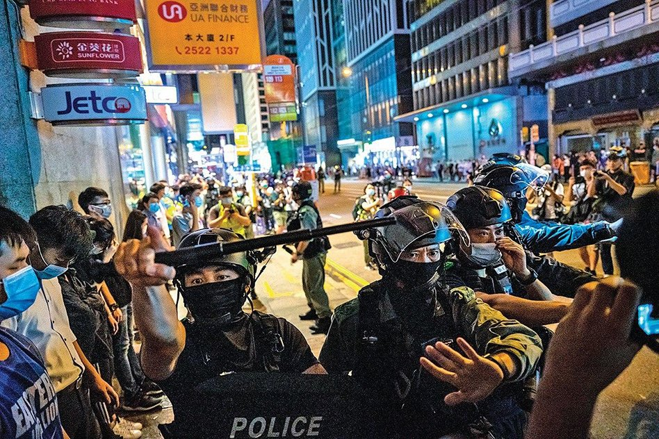 警方截查遊行市民(Getty Images)
