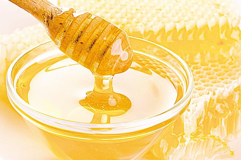 古希臘人將蜂蜜稱為「眾神的食物」,蜂蜜除了食用外,也有藥用的功能。(Fotolia)